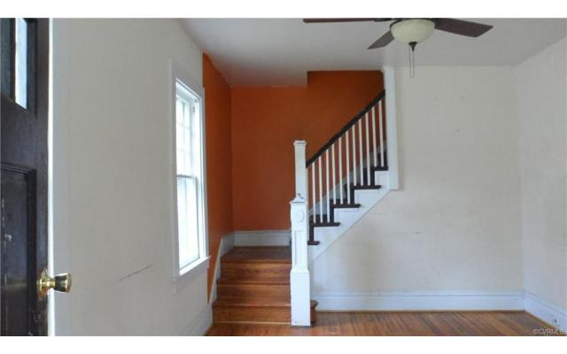 Act fast on this Richmond home! - 2/3