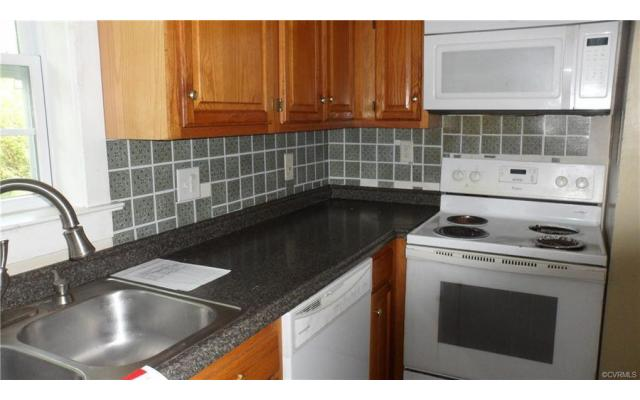 Act fast on this Richmond home! - 3/3